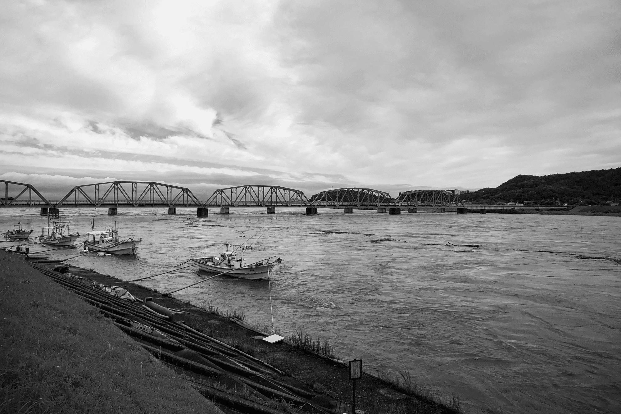 川の氾濫がある町に